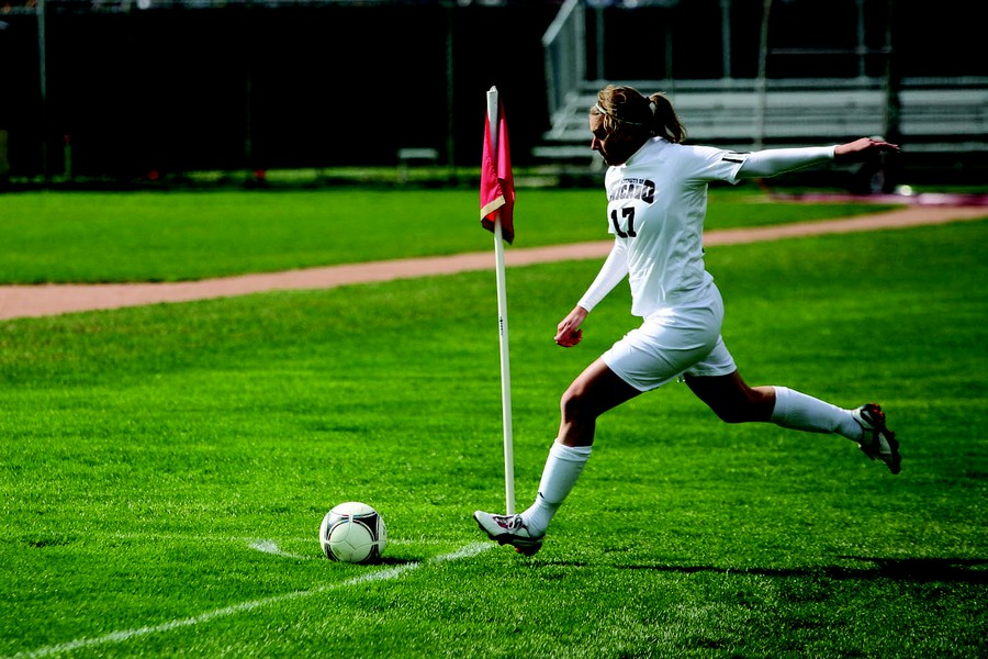 Third-year forward Natalia Jovanovic takes a corner kick in a game against Carnegie Mellon on October 6. The Maroons lost that game 2–1.