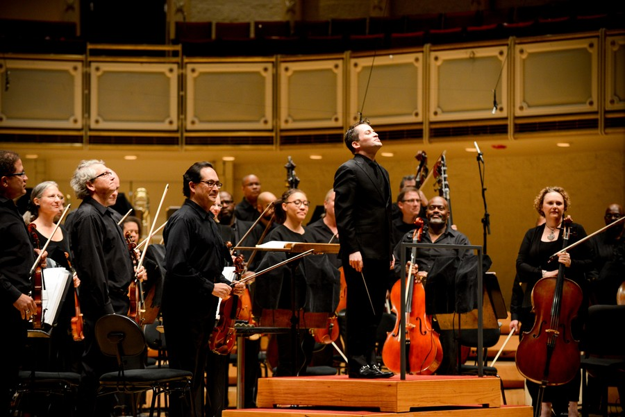 Alongside the Chicago Sinfonietta, conductor Andrés Franco bows for a receptive audience in Orchestra Hall.