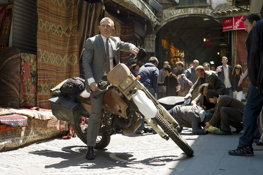 Agent 007 (Daniel Craig) pulls up to a Turkish market in the opening scene. No good parking.