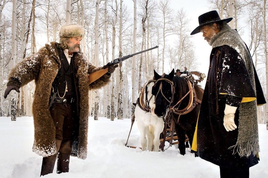 John Ruth (Kurt Russell) and Major Warren (Samuel L. Jackson) share a tense moment in the snow.