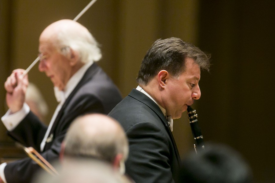CSO Principal Clarinetist Stephen Williamson comes to the fore with Mozart's Clarinet Concerto, led by substitute conductor Gennady Rozhdestvensky (in back).
