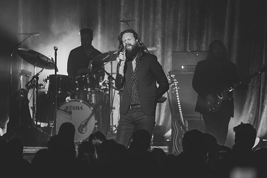 Buckle up your Birkenstocks: Last week at the Riviera, Father John Misty transported concertgoers to hipster heaven.