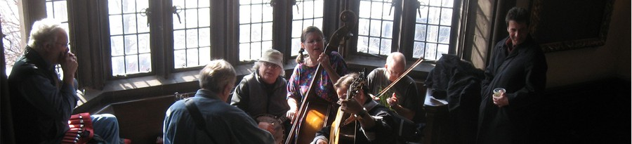 The UChicago Folklore Society jams out to celebrate its 50th anniversary in Ida Noyes.