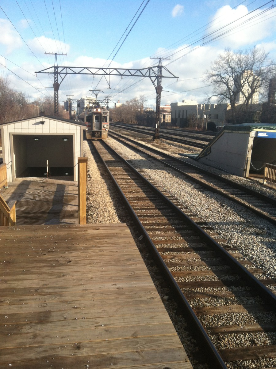 A Metra train arrives at the 59th Street Station, a block north of the 60th Street station the University of Chicago has committed to spend $2.5 million reopening.