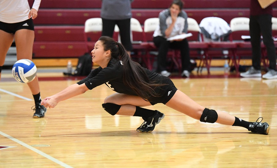 Outside hitter Jessica wang dives for the ball.
