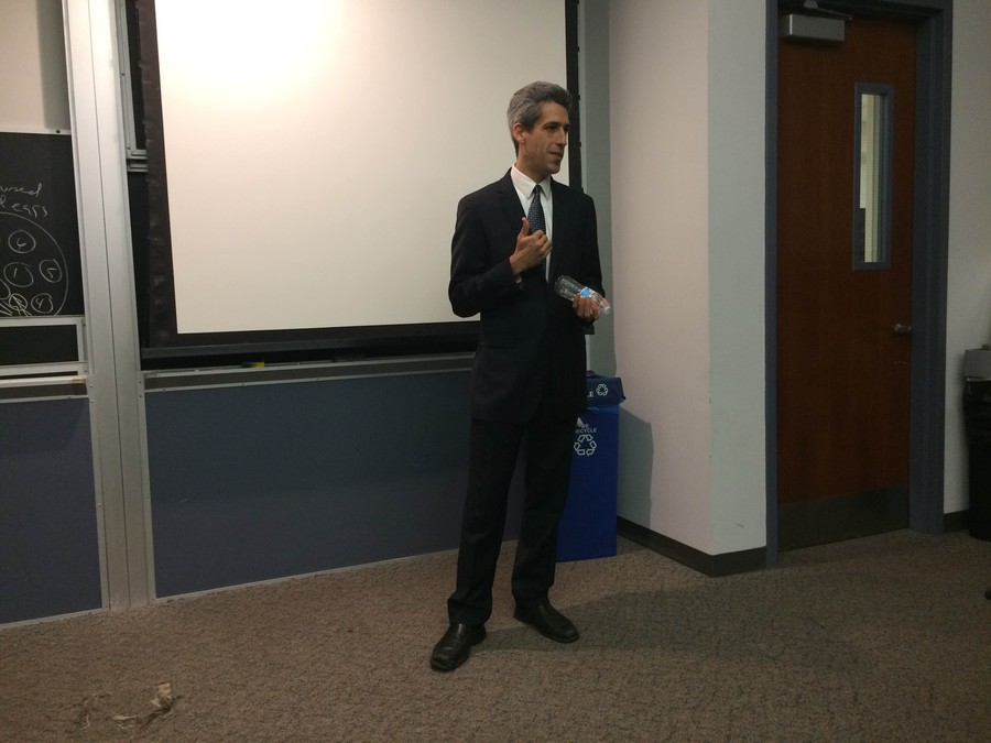 State Senator Daniel Biss address University of Chicago students.