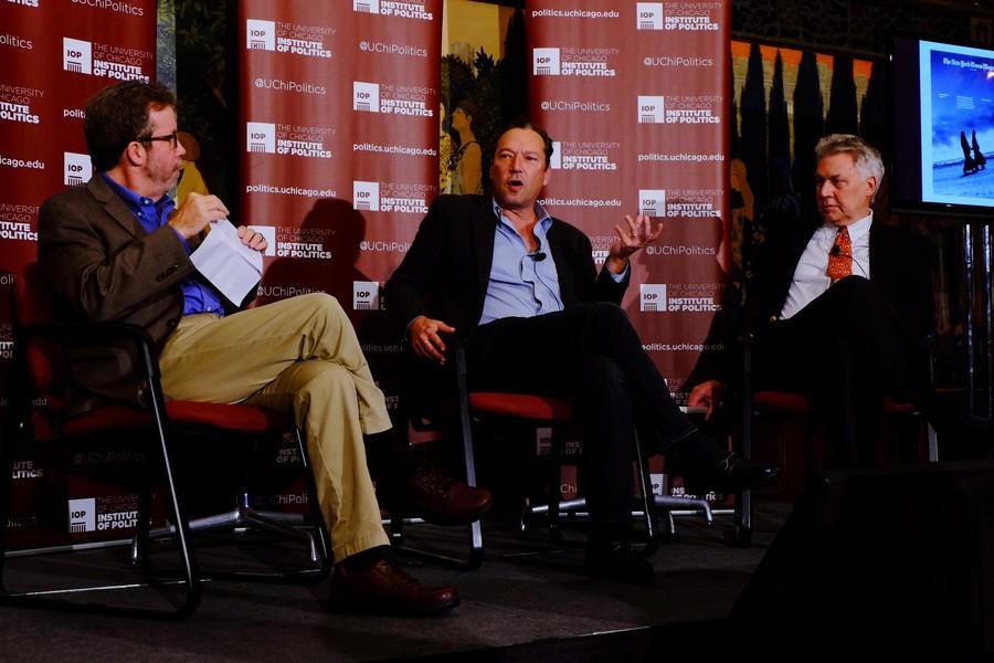 "JournalistScottAnderson(center)discusseshisNewYorkTimespiece""FracturedLands""ontheArabworldatIdaNoyesTheateronNov.2withPulitzerexecutivedirector,JonSawyer(right),andformerTribuneeditorKerryLuft."