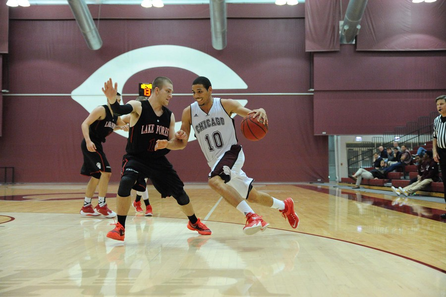 Fourth-year Waller Perez storms past his opponent and towards the basket.