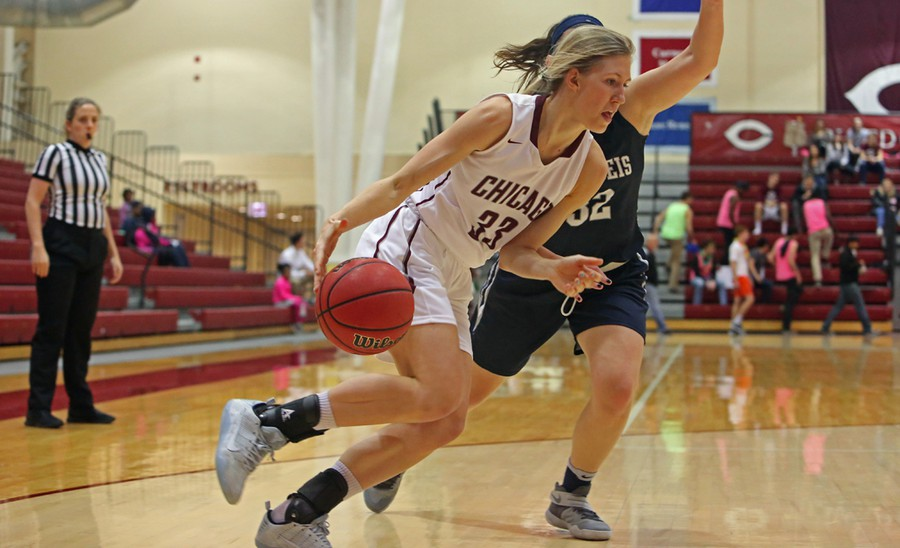Fourth-year Britta Nordstrom makes a drive to the basket.