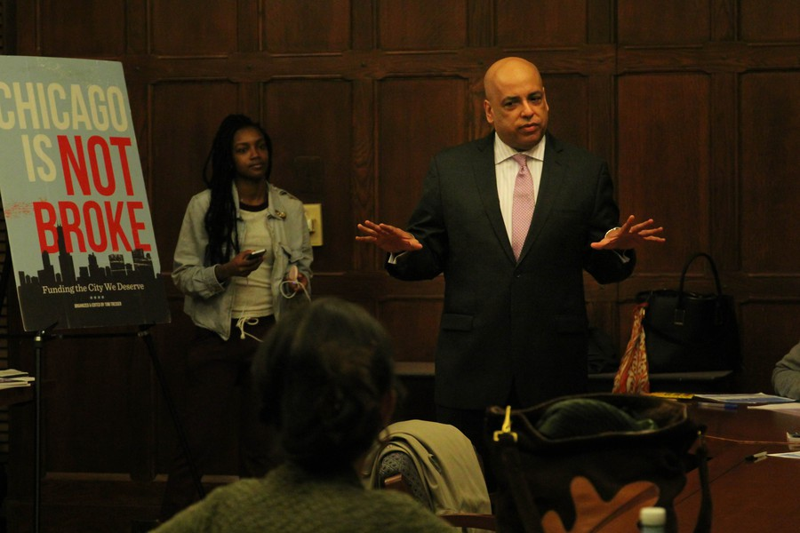Fourth ward aldermanic candidate Gerald Scott McCarthy speaks at a forum in Chapin Hall on February 23.