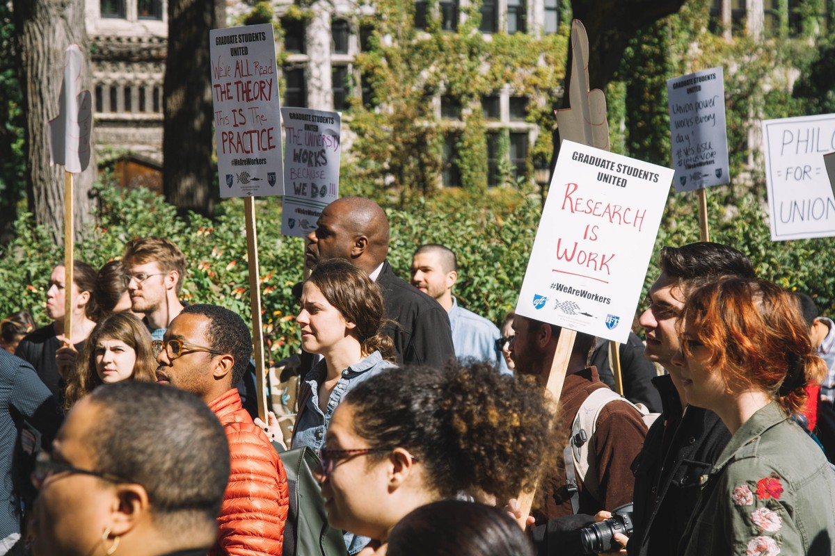 GSU members picket, October 2017.