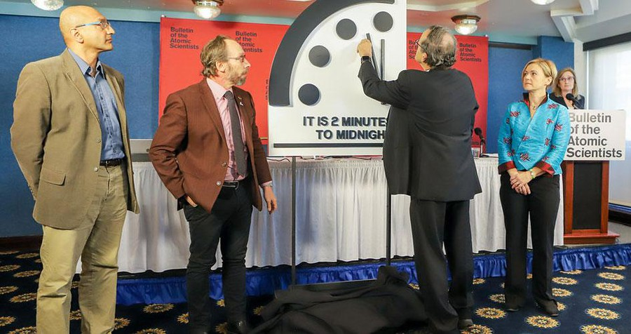 Bulletin Chair Robert Rosner reveals this year's Doomsday Clock in Washington DC.