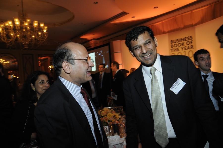 Professor Raghuram Rajan (right) speaks to author Liaquat Ahamed (left).