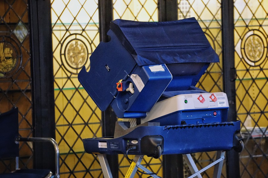 A voting machine in Reynold's Club, where students cast their votes for the midterm elections.