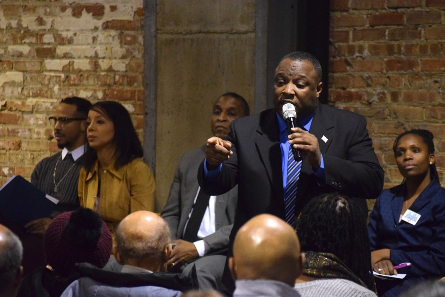 Andre Smith introduces himself at the 20th Ward Alderman Forum.