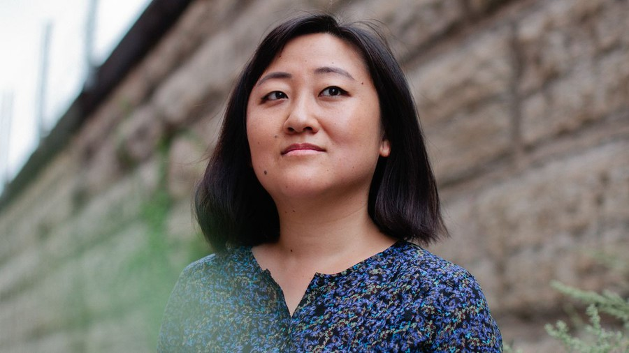 """Uchicago professor Ling Ma spoke about her book """"Severance"""" at the Seminary Co-op."""