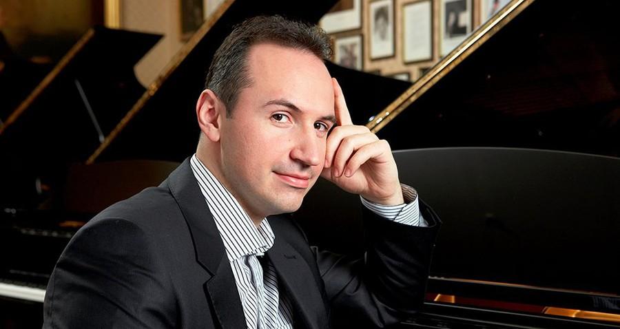 Simon Trpčeski performed Rachmaninov's Third Piano Concerto with the Chicago Symphony Orchestra