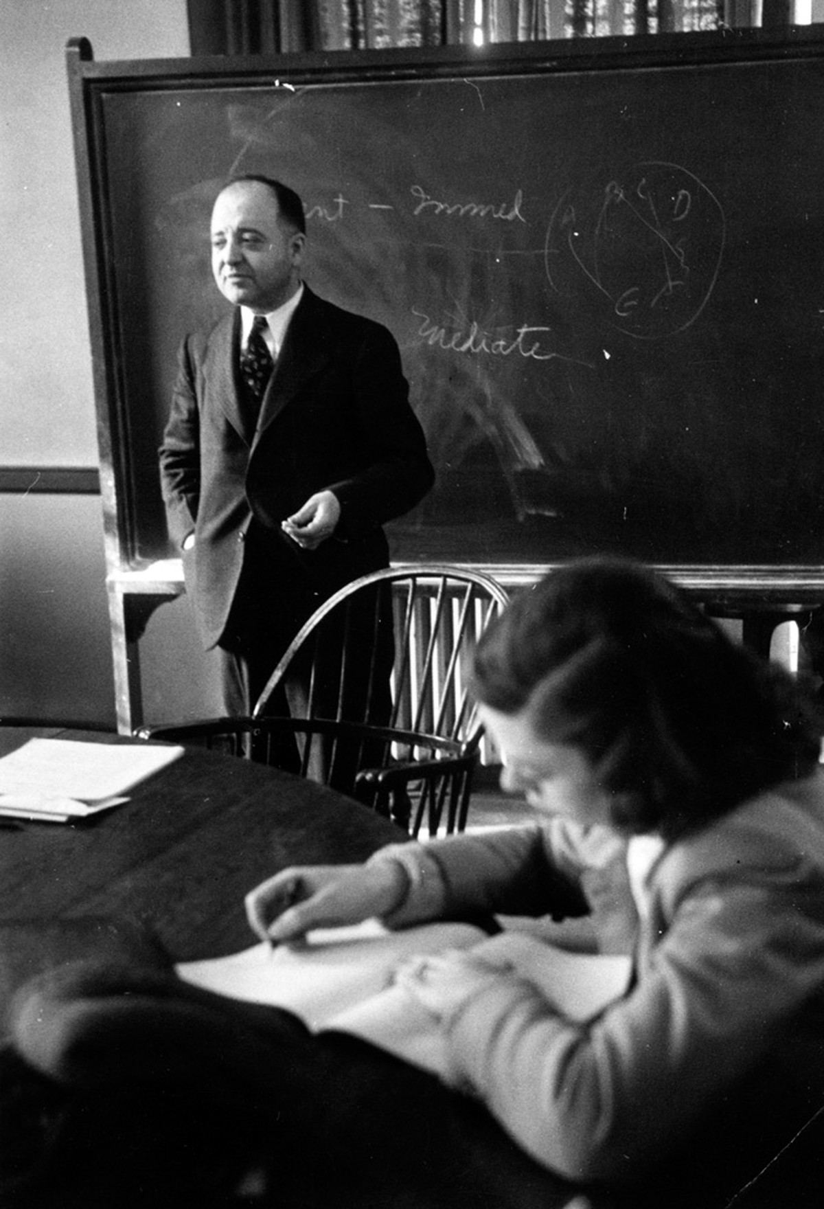 Louis Wirth, another founder of the UChicago core, teaches class.