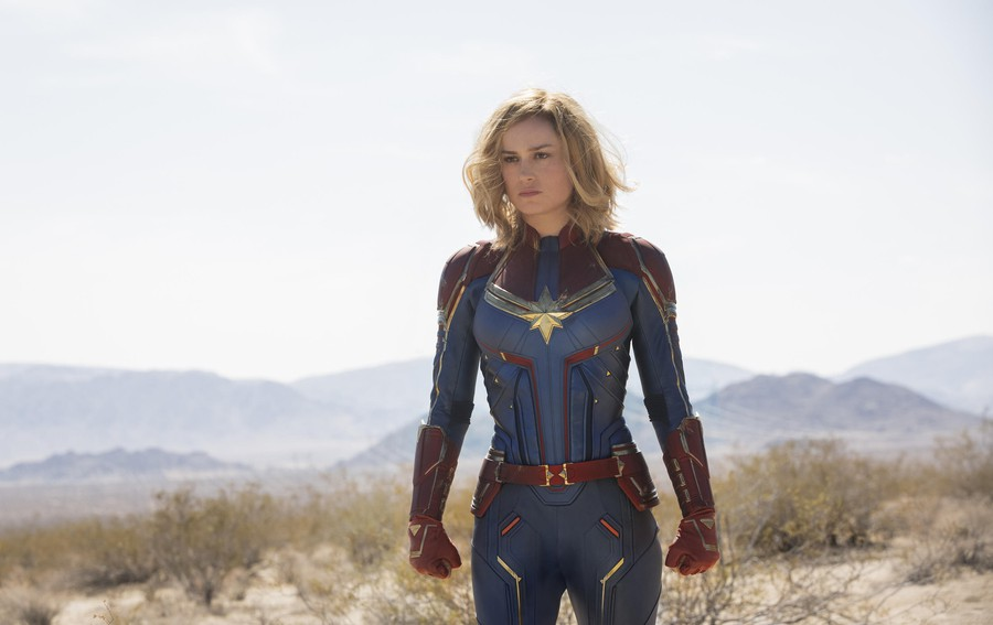 Captain Marvel manages to live up to its overhyped billing, despite the exaggerated critiques in recent reviews.