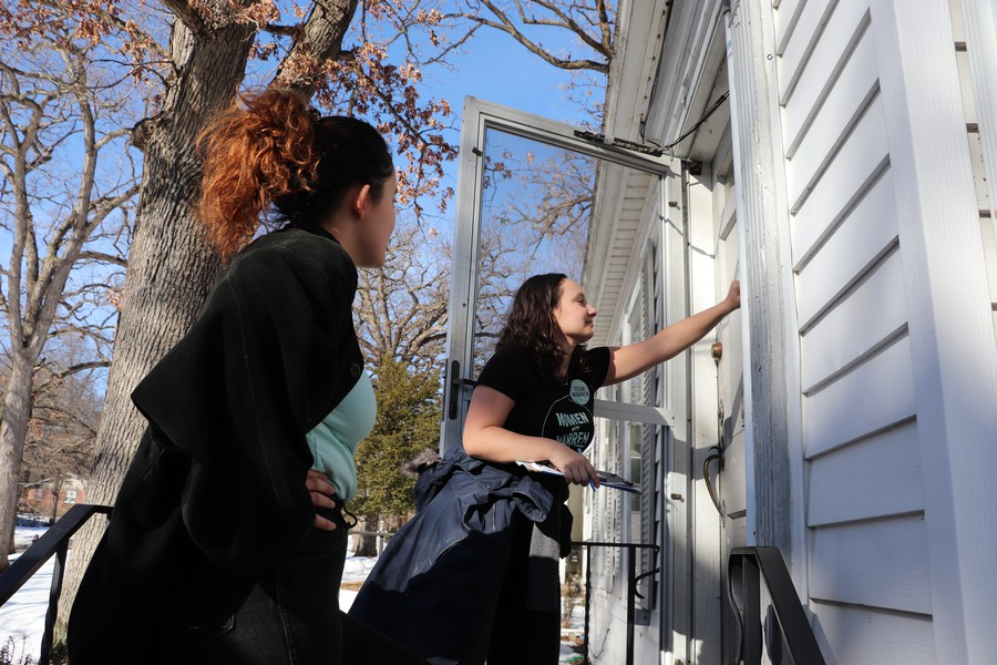 UChicago for Warren organizers Celia Hoffman and Sofia Cabrera canvass a house in Des Moines.