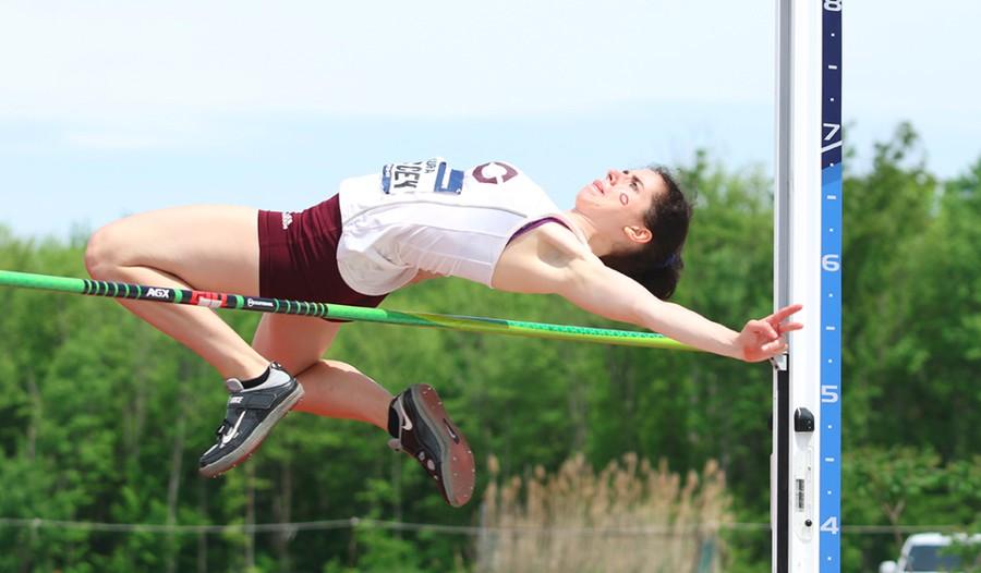 Laura Darcey highjumping 2019