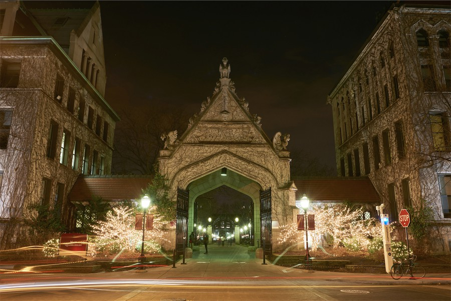 Hull Gate on a clear night.